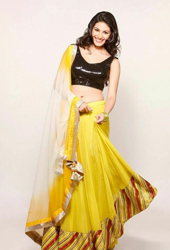 Amyra Dastur sexy photo