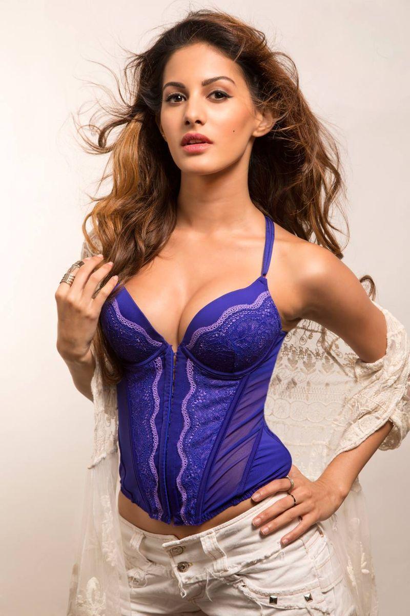 Amyra Dastur sexy pic in bikini