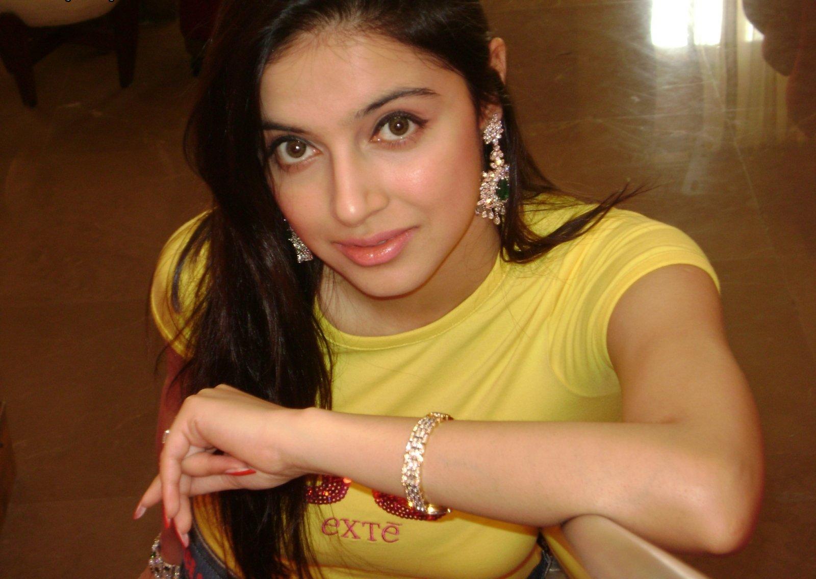 Divya Khosla Kumar hot phtooshoot