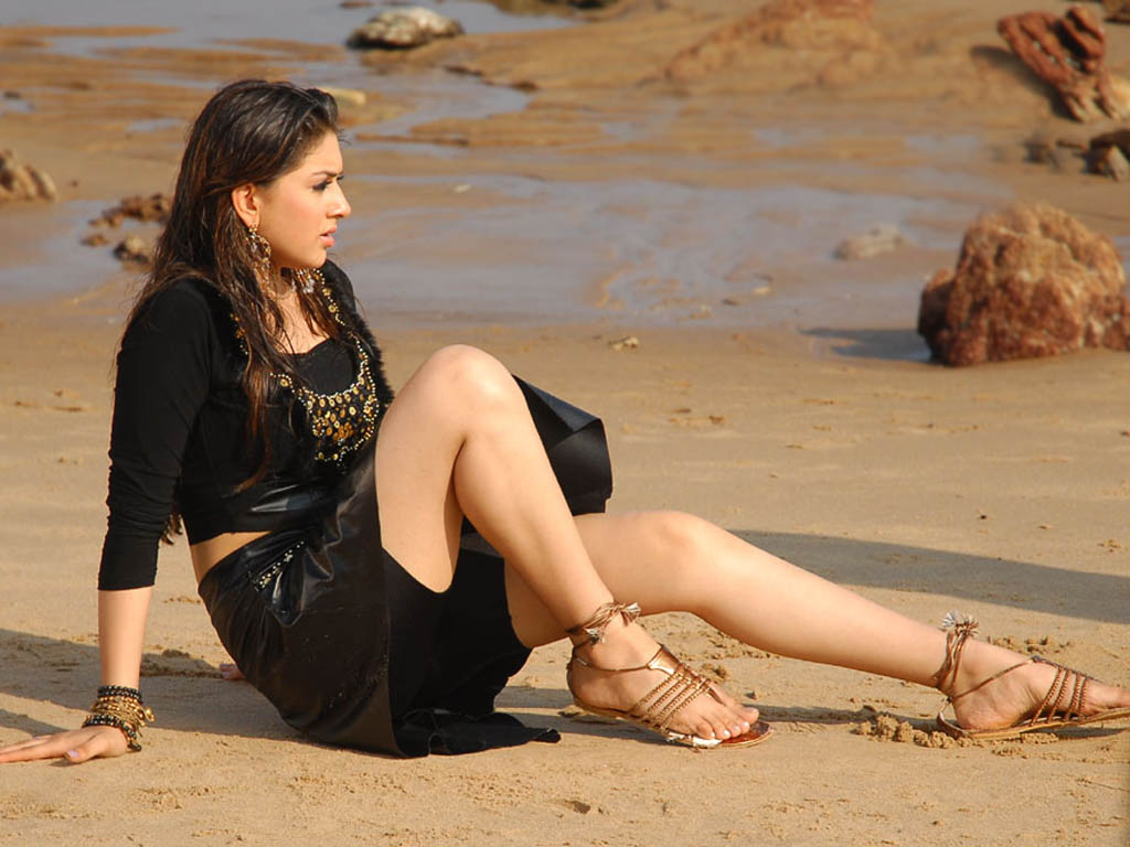 Hansika Motwani Hot wallpapers in bikini