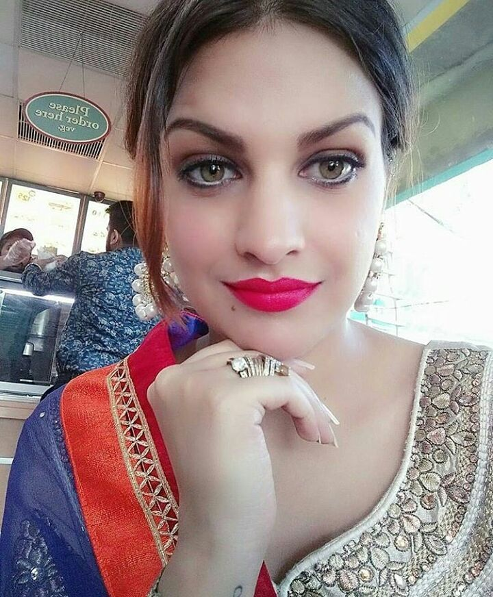 Himanshi Khurana Hot images
