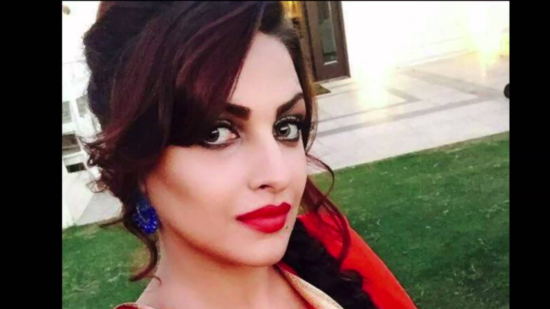 Himanshi Khurana Hot in saree