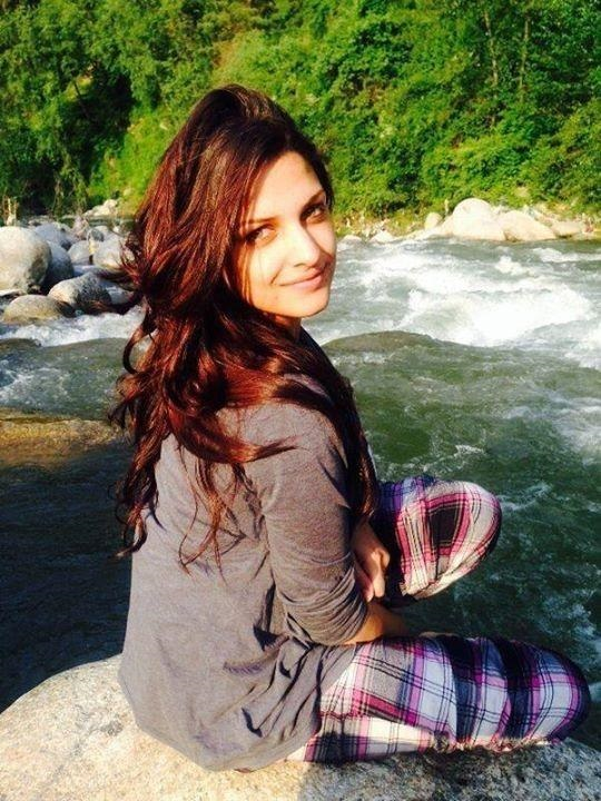 Himanshi Khurana hot and spicy image