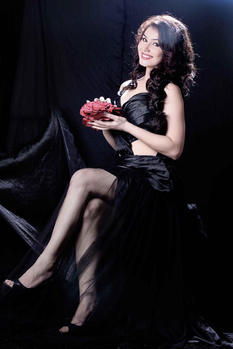 Kangna Sharma sexy stills