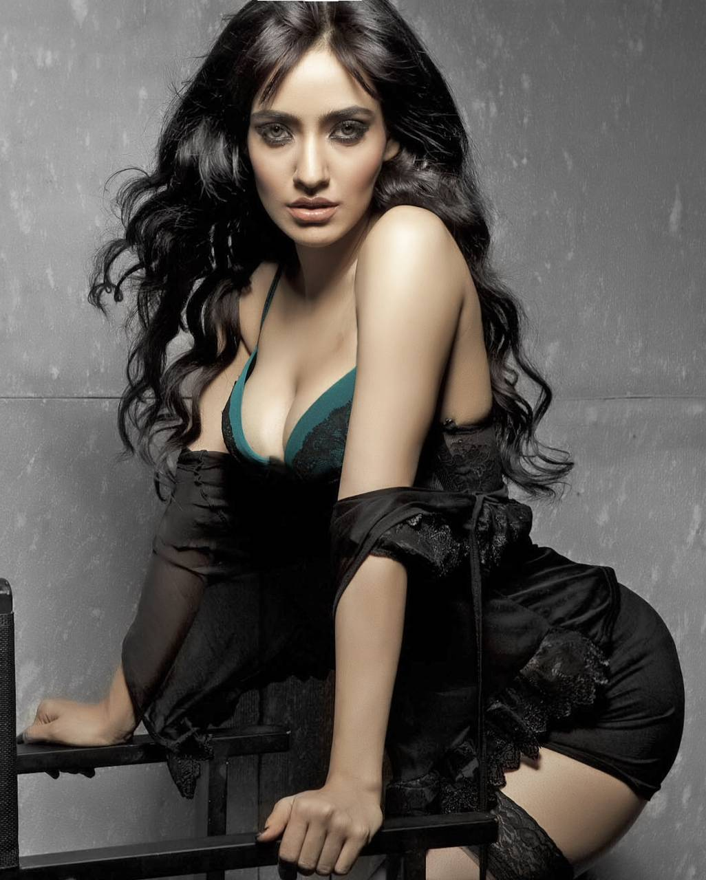 Neha Sharma hot in bikini