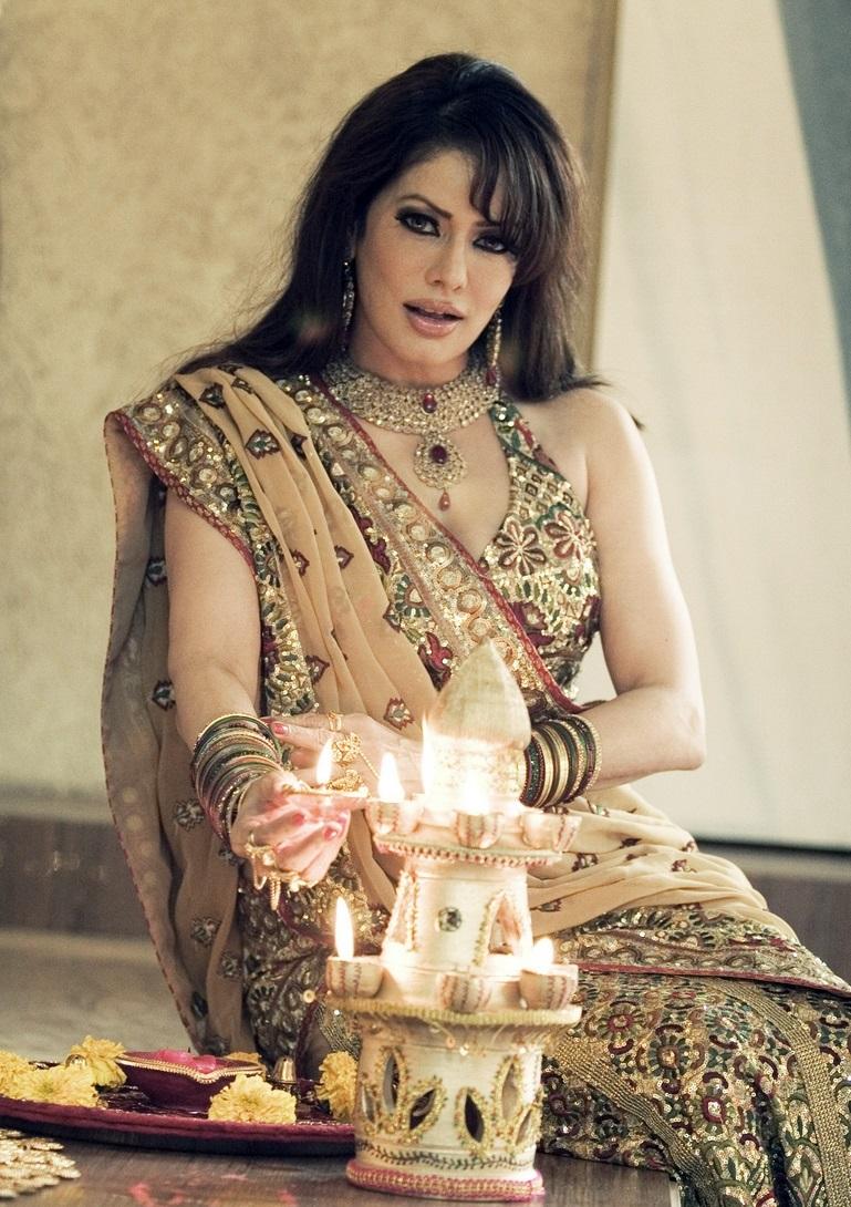 Poonam Jhawar hot in saree