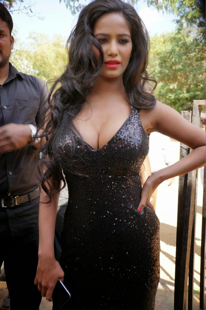 Poonam Pandey hot in black dress
