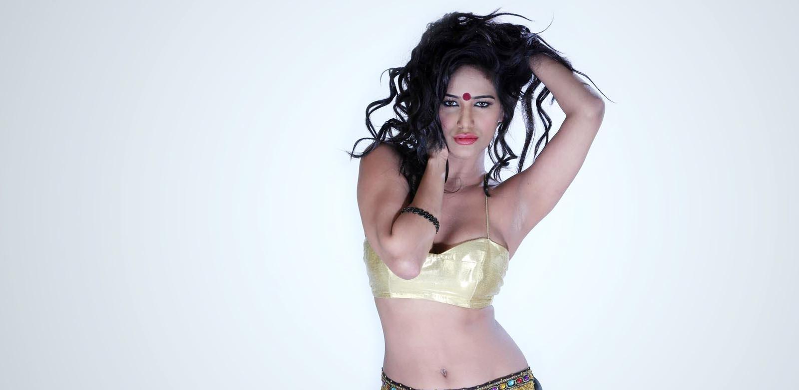 Poonam Pandey hot looks