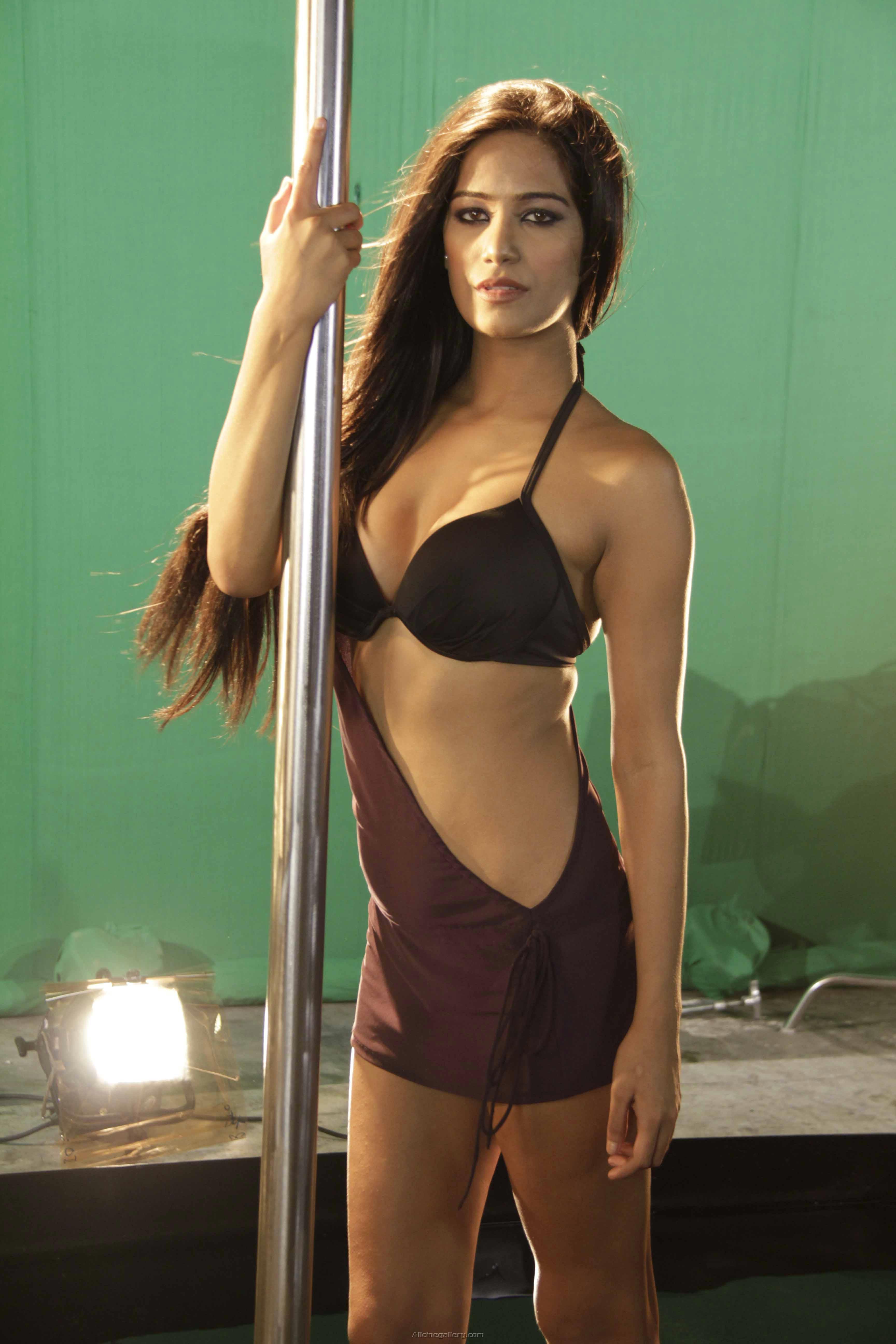 Poonam Pandey hot photos in bikini