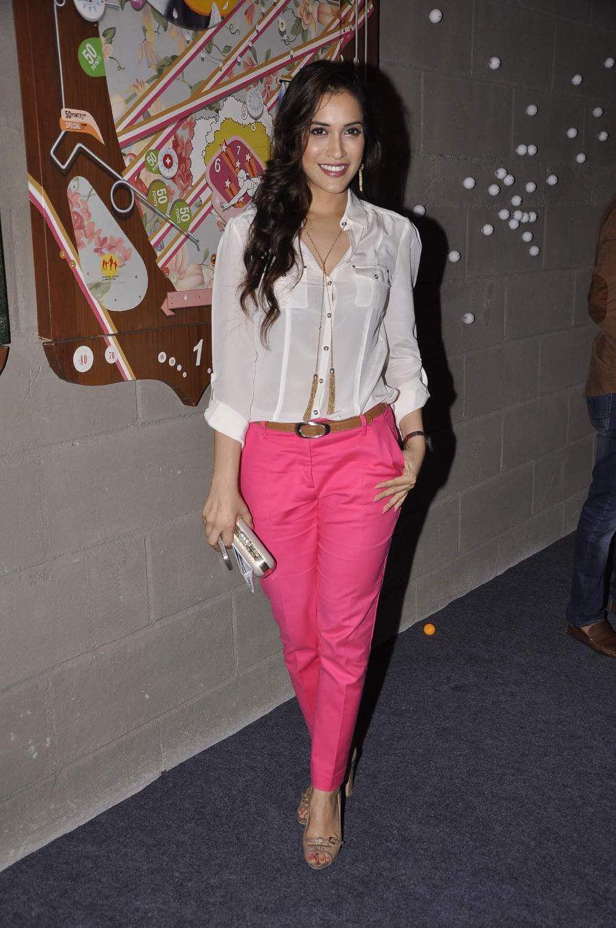 Actress Rashmi Nigam was snapped at Art Guild House launch in Mumbai on May 30, 2014. (Photo: IANS)