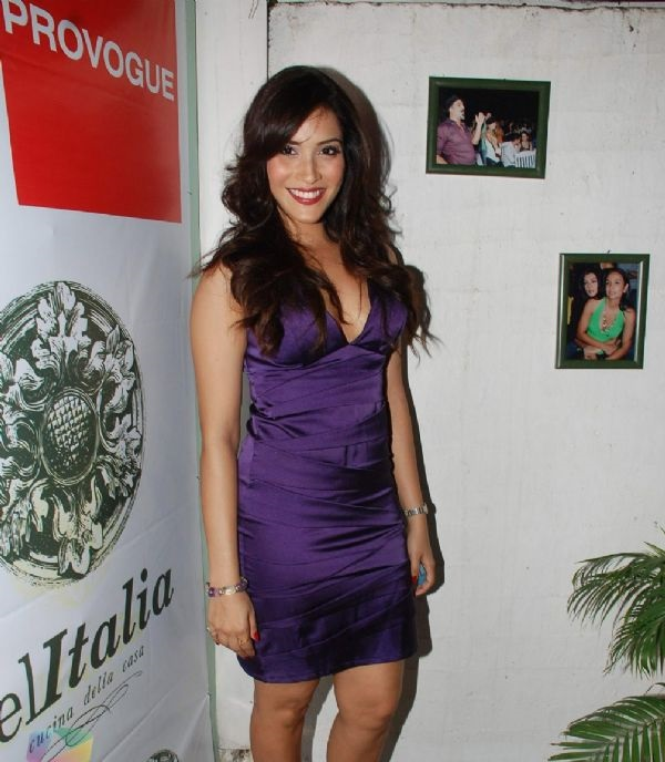 Rashmi Nigam at Provogue Soccer fashion show at Dell Italia