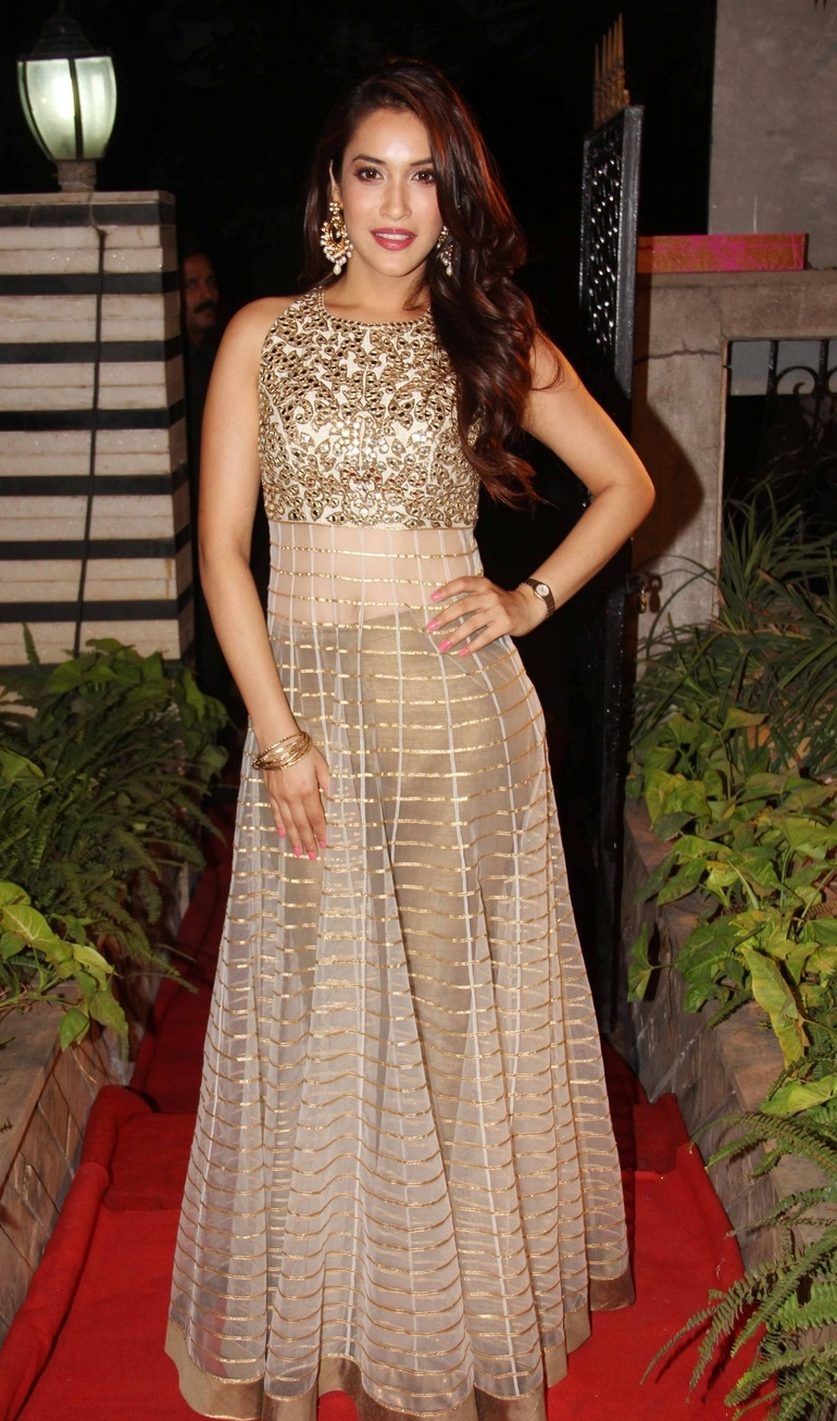 Rashmi Nigam sizzling pics