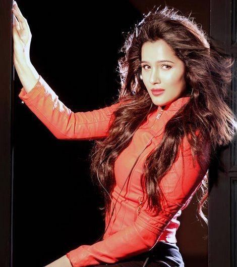 Sakshi Maggo hot in jeads