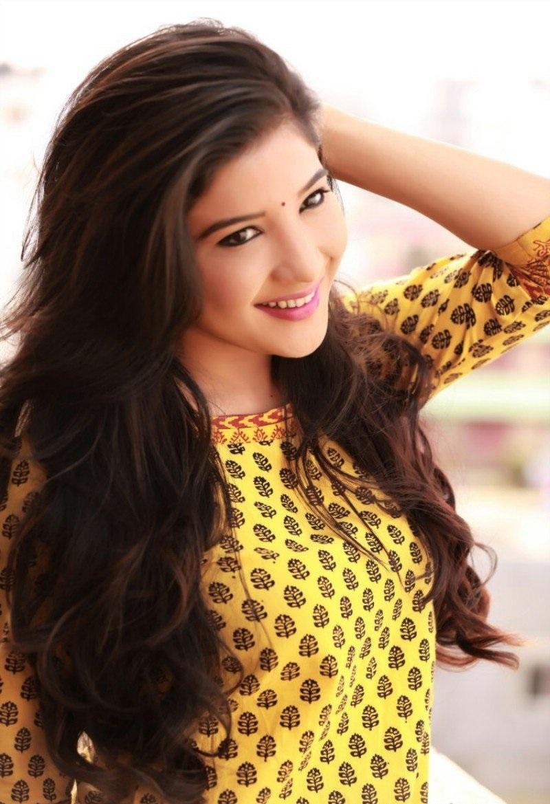 Sakshi Maggo sexy photos