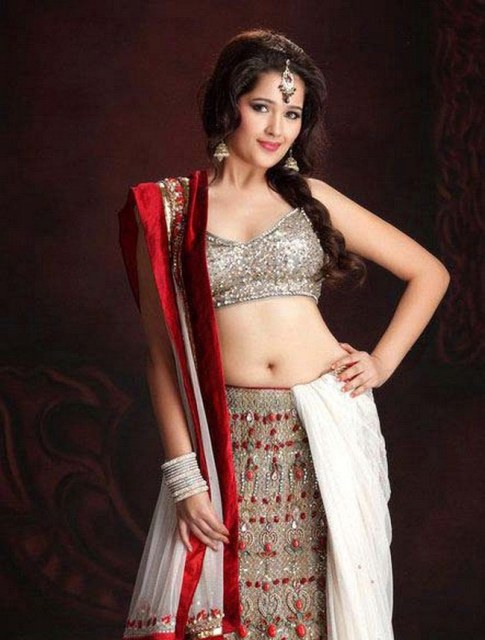 Sakshi Maggo sexy wallpapers in saree