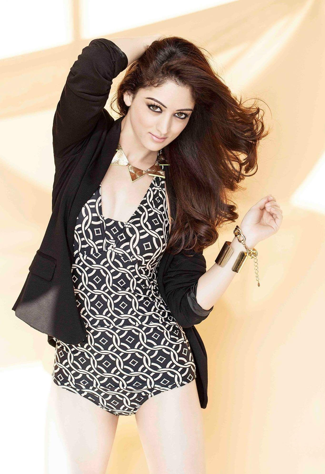 Sandeepa Dhar hot wallpapers in bikini