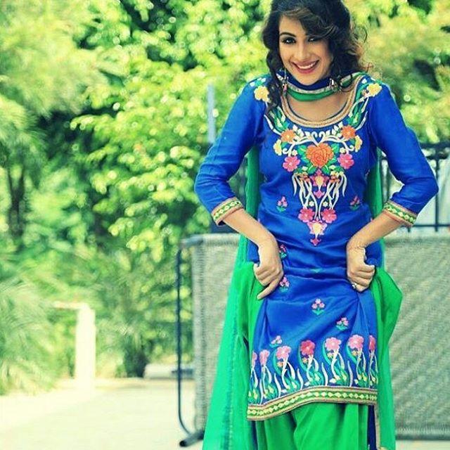 Sara Gurpal Hot photo