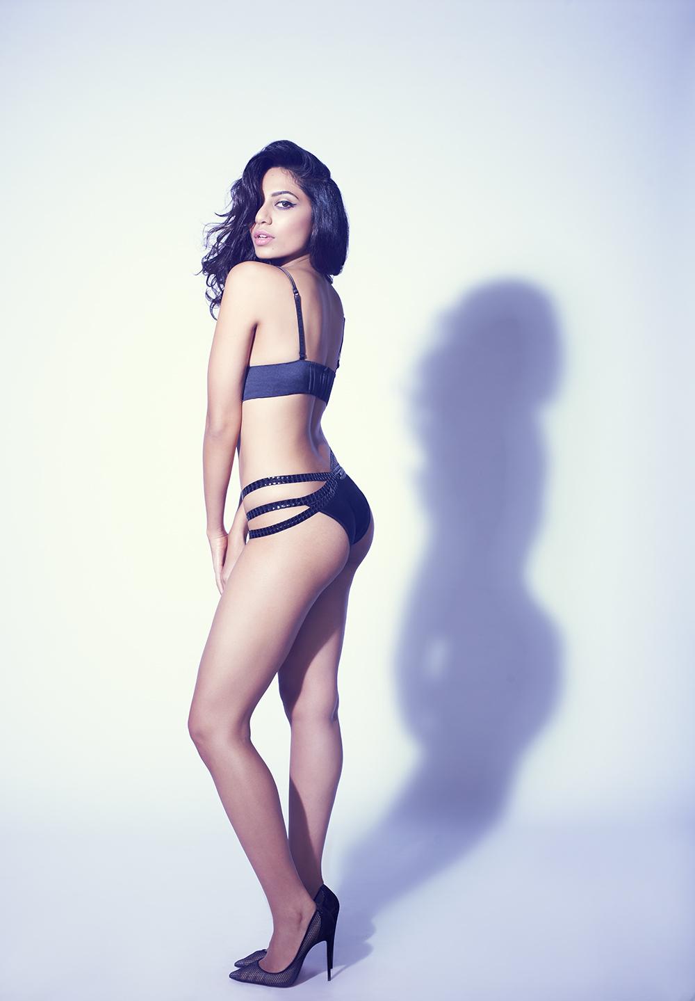 Sobhita Dhulipala sexy pics in bikini