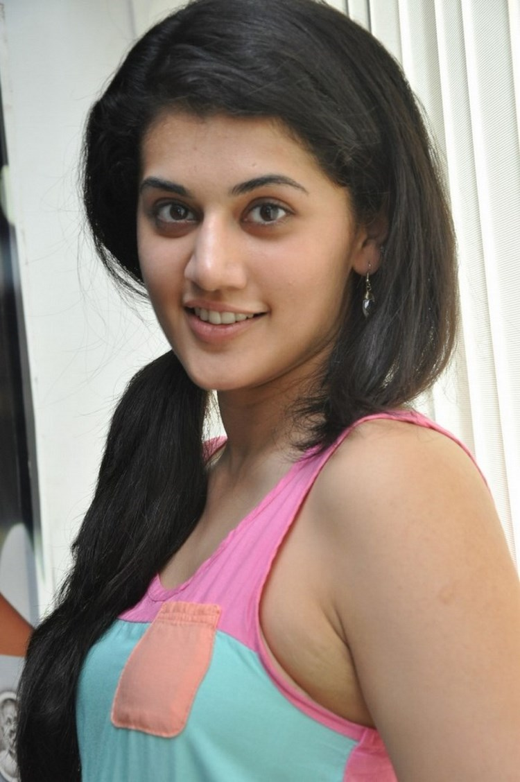 Taapsee pannu unseen hot image