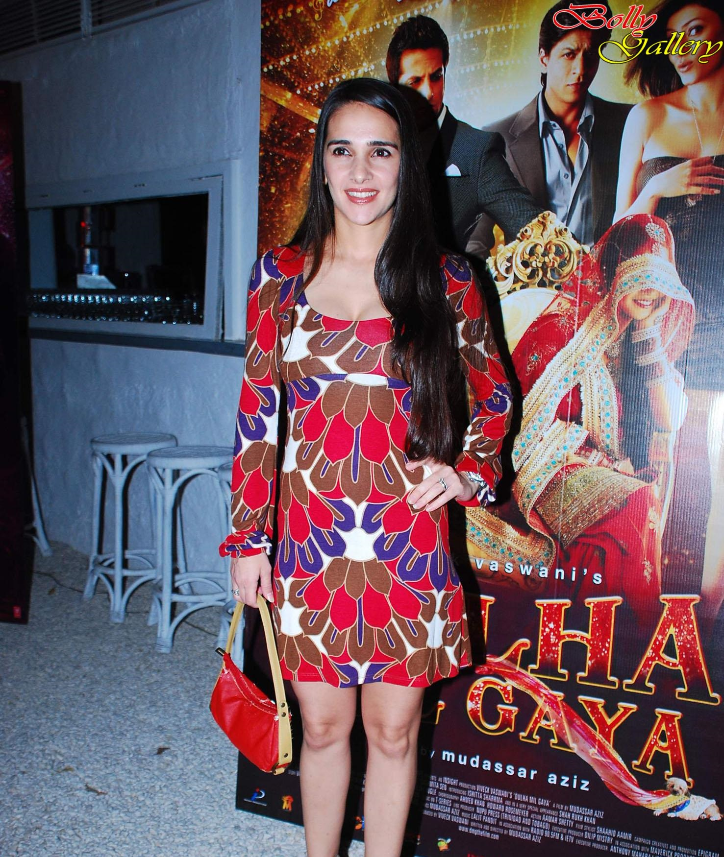 Tara Sharma sexy wallpapers