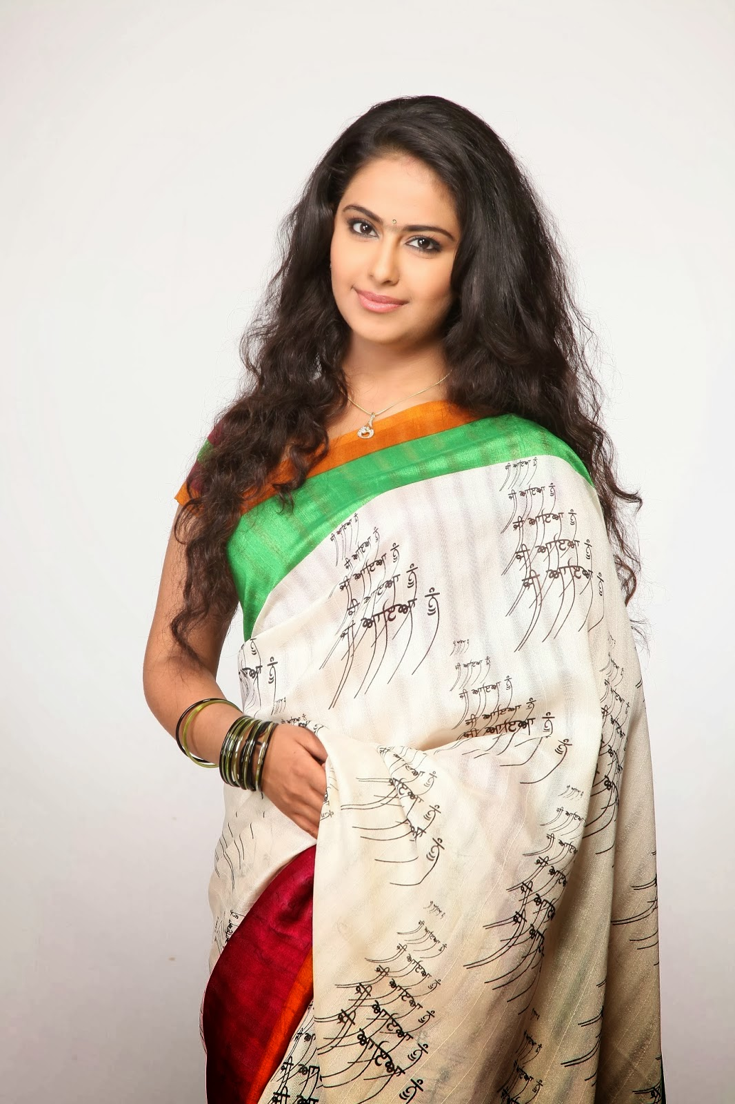avika gor hot in saree