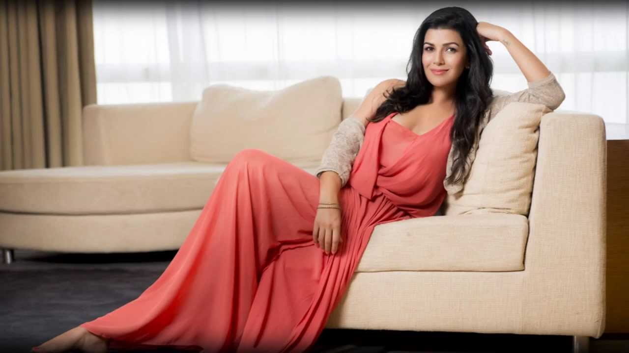 nimrat kaur hot sizzling images