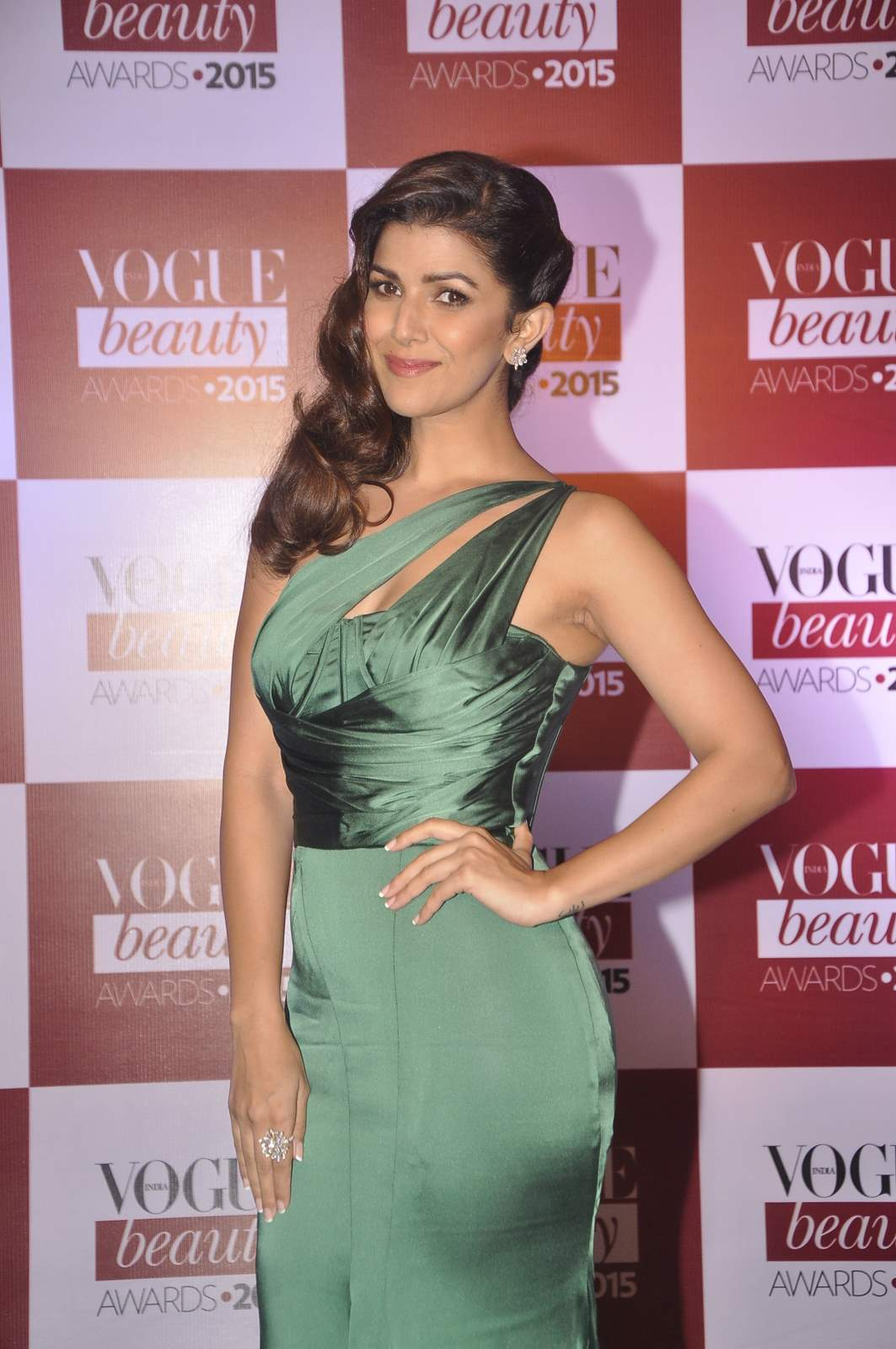 nimrat kaur wallpaper