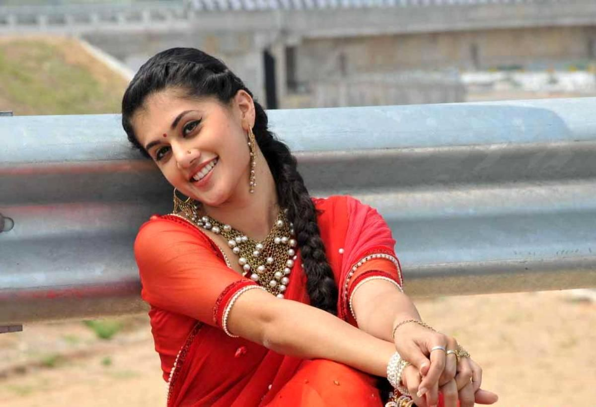 taapsee pannu hot pics