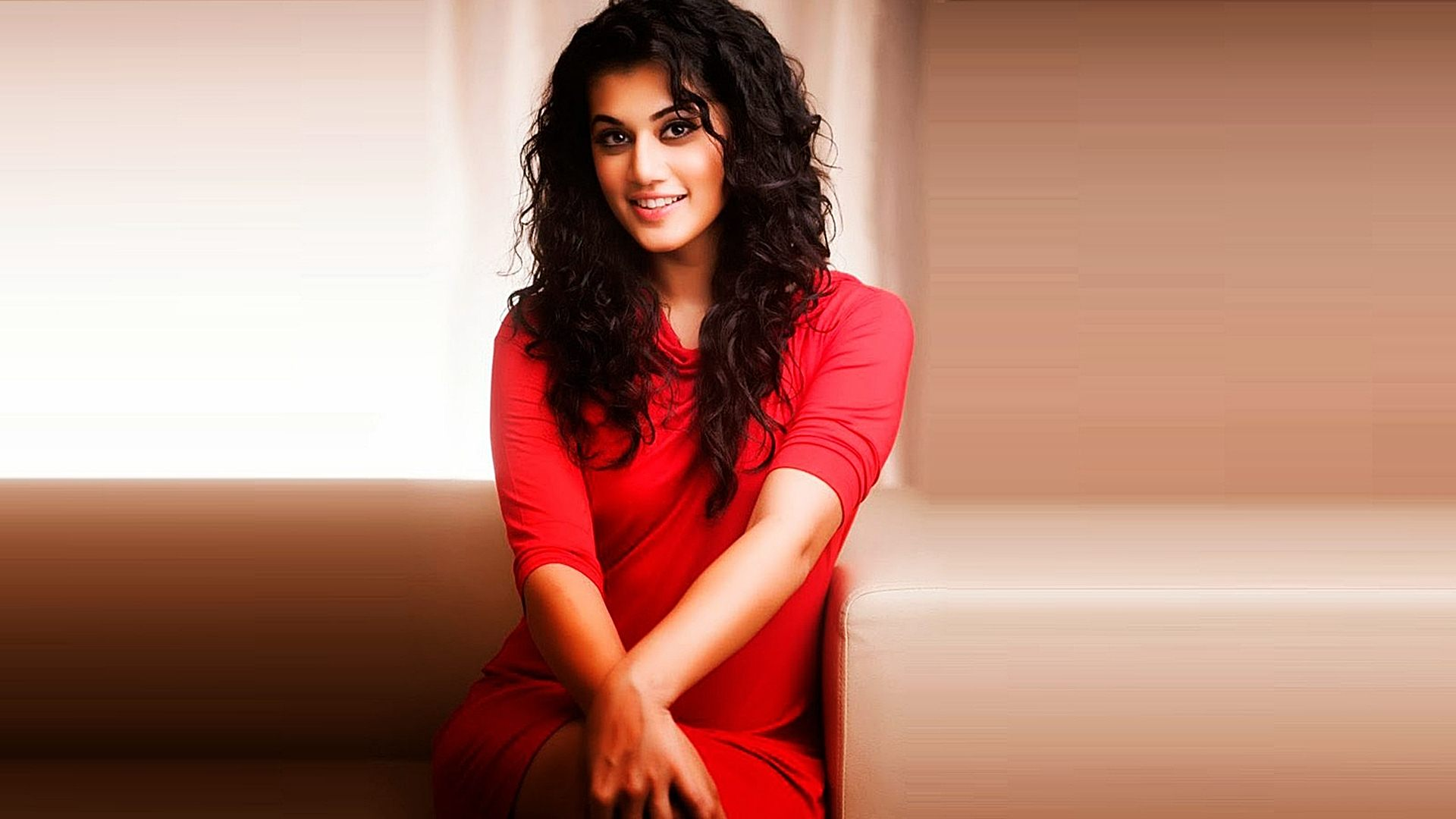 taapsee pannu sexy pics
