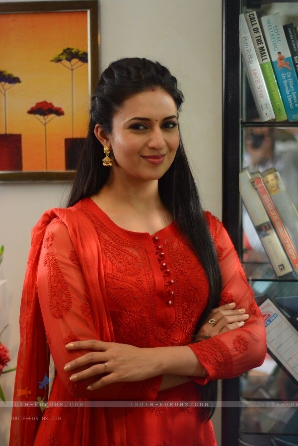 Divyanka Tripathi poses for the media at the Promotions