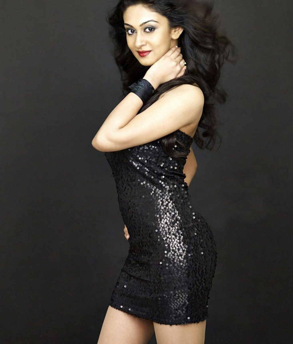 Aishwarya Arjun sexy in black dress