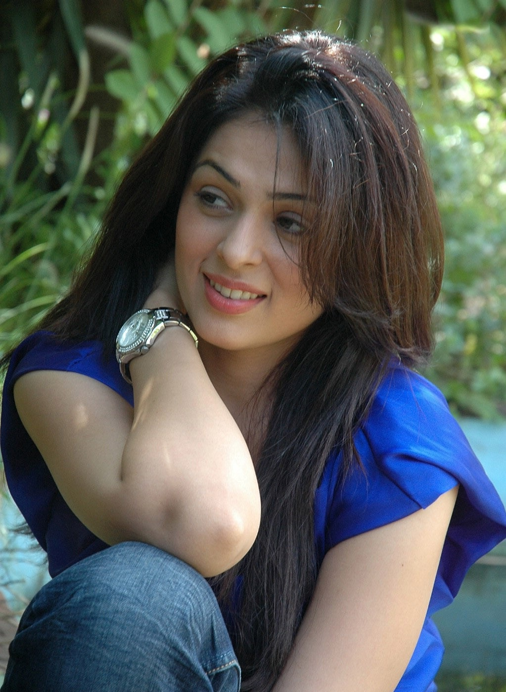 Anjana Sukhani hot in jeans
