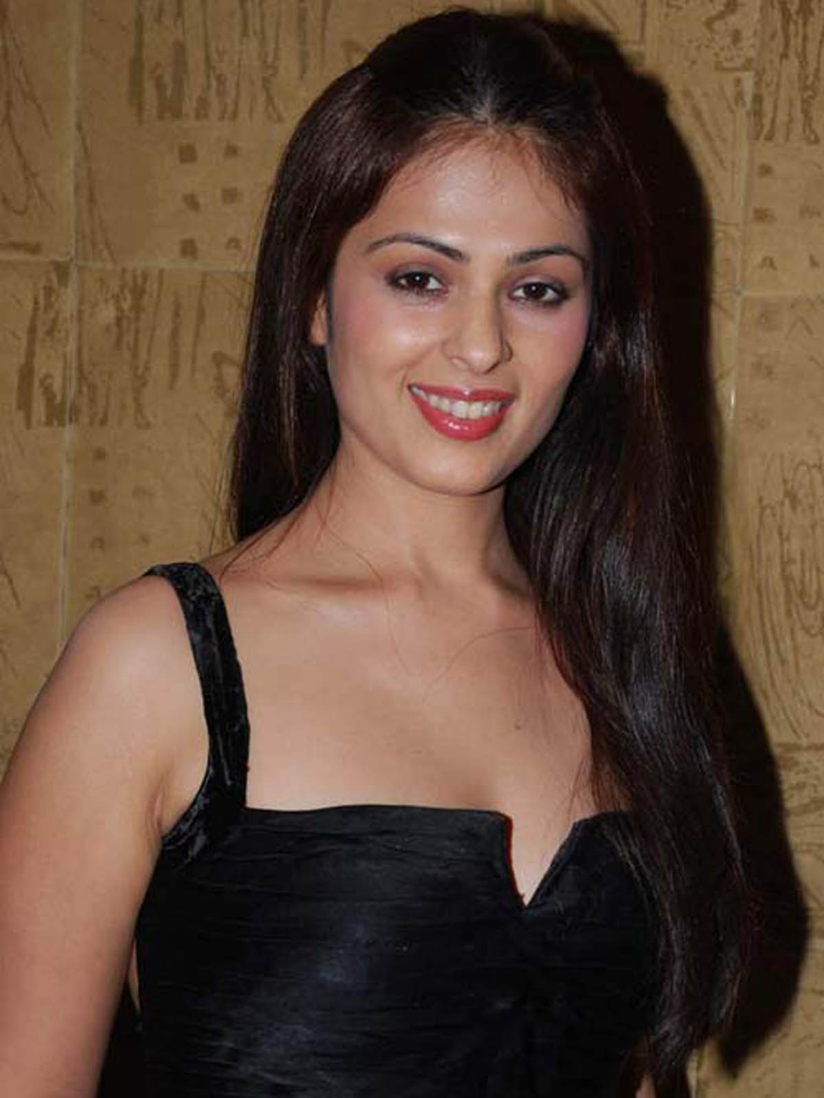Anjana Sukhani sexy pics in black dress