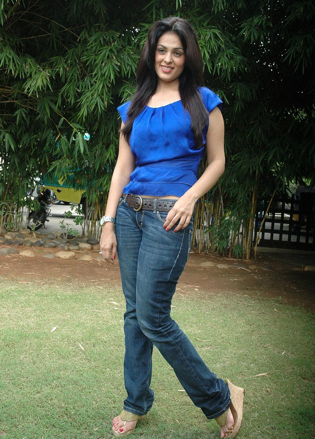 Anjana Sukhani sizzling images