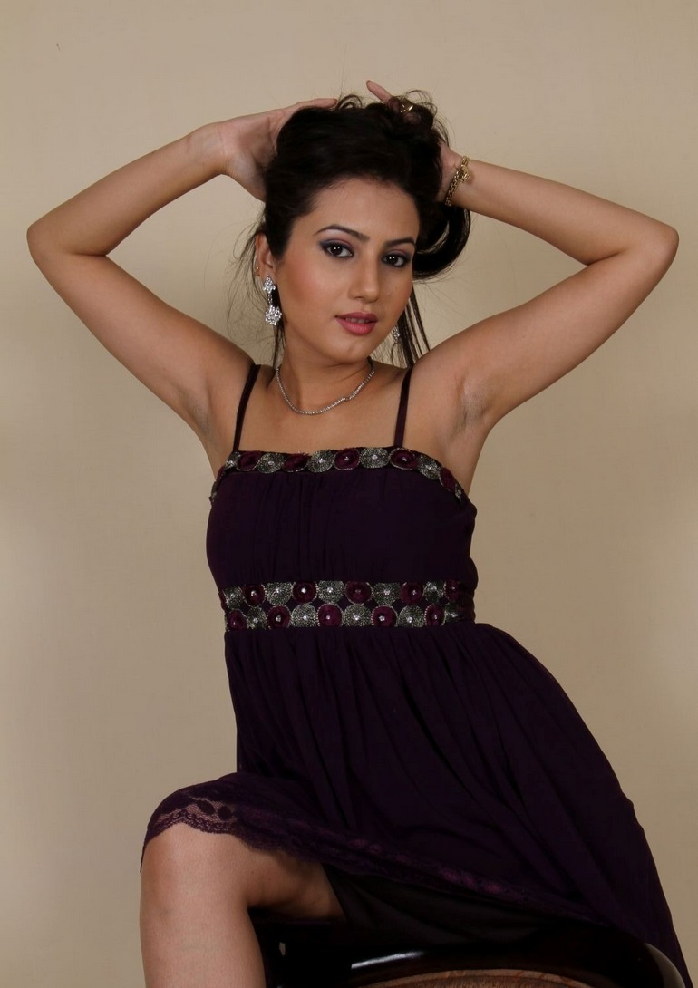 Anu Smruthi hot black dress