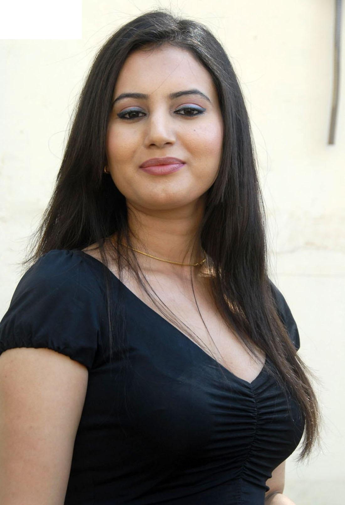 Anu Smruthi hot pics