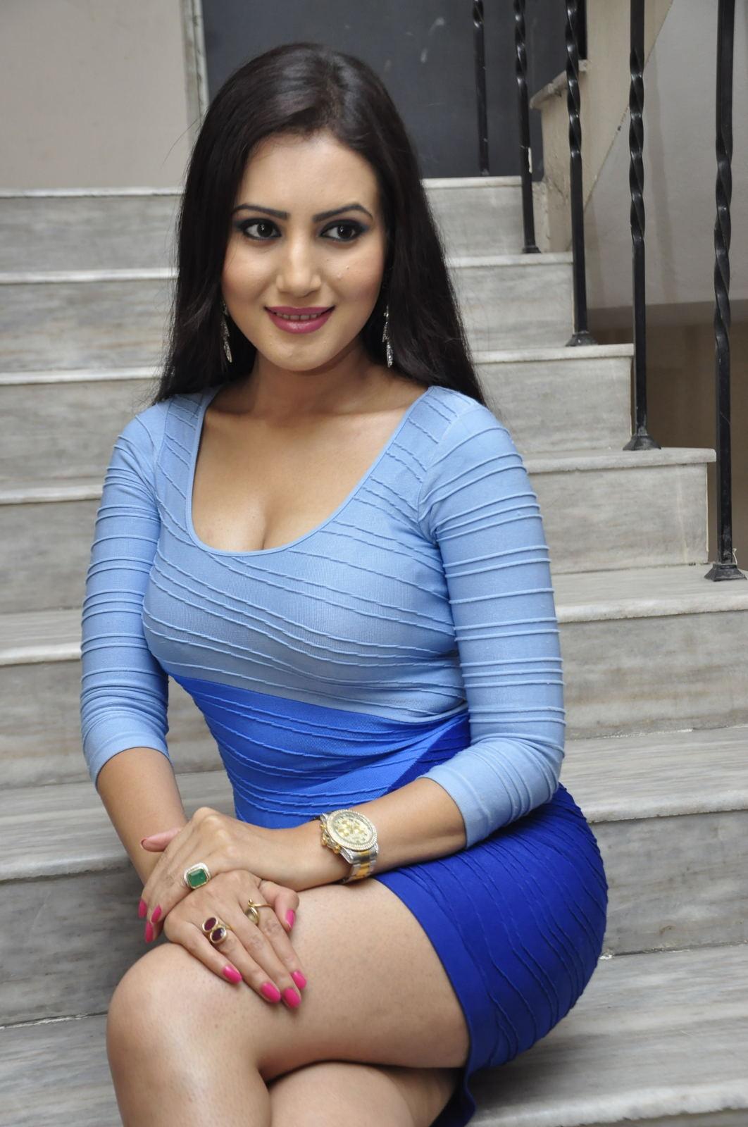 Anu Smruthi hot sexy pics