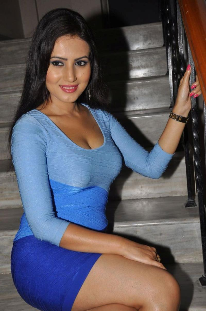 Anu Smruthi hot sizzling images