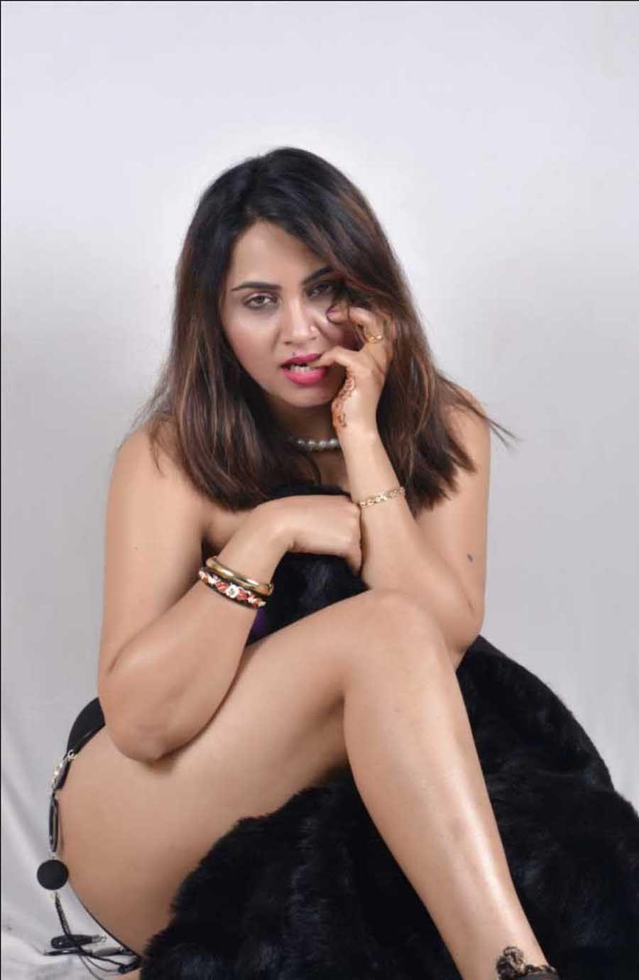 Arshi Khan hot and spicy images