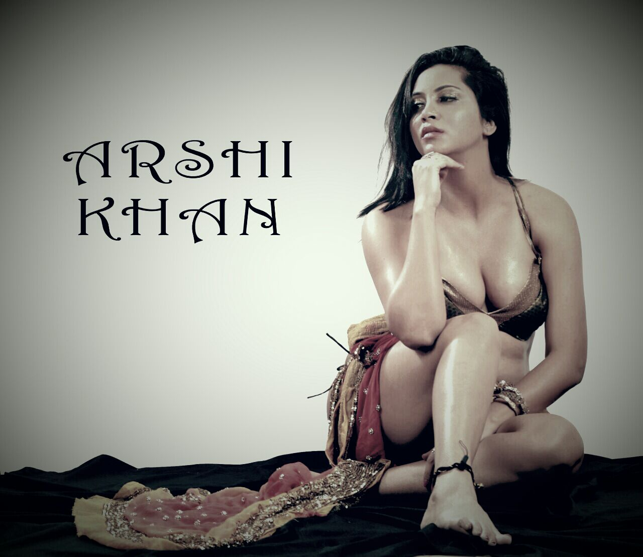 Arshi Khan hot bikini photoshoot