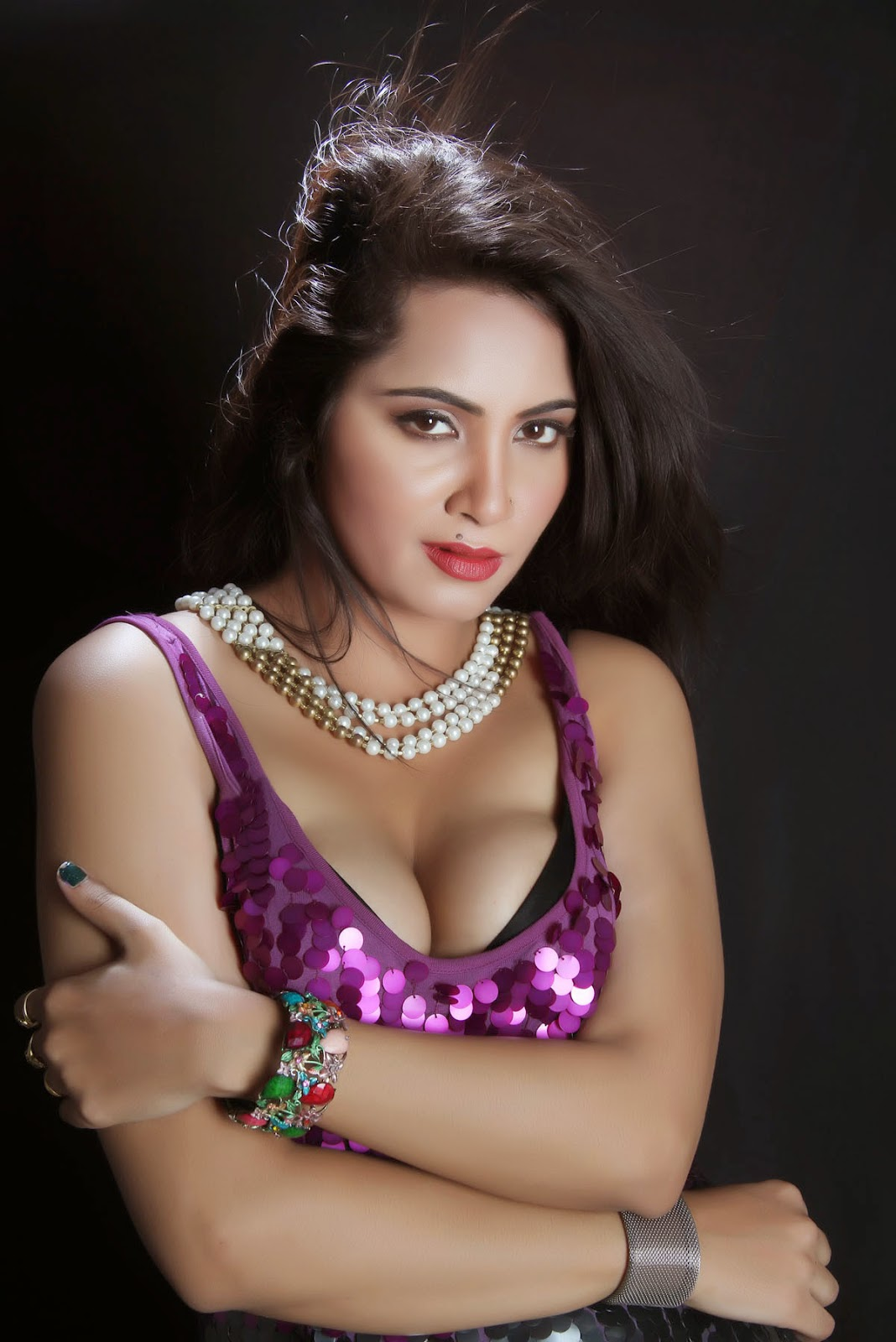 Arshi Khan sexy photos