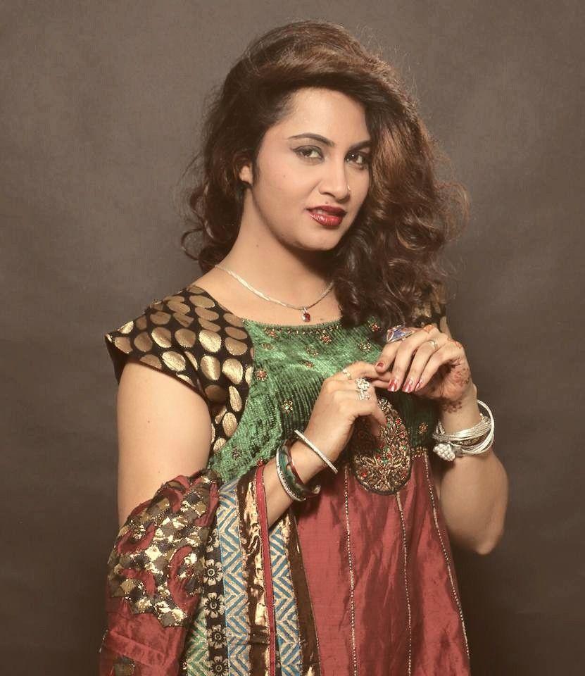 Arshi Khan sexy pics