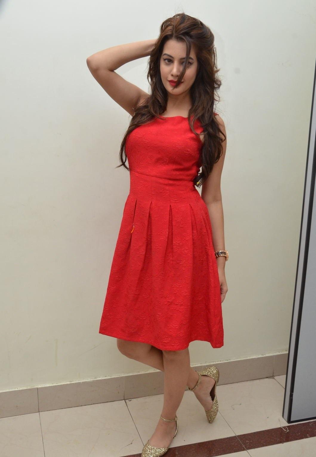 Deeksha Panth hot images