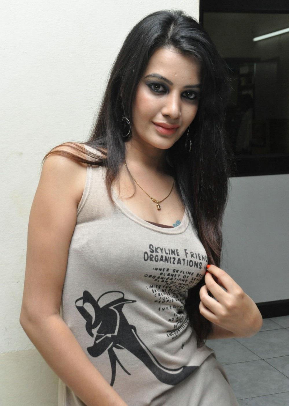Deeksha Panth hot leaked images