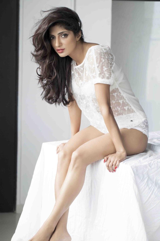 Divyani Singh hot pics