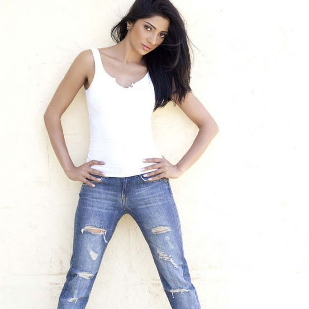 Divyani Singh sexy images in jeans