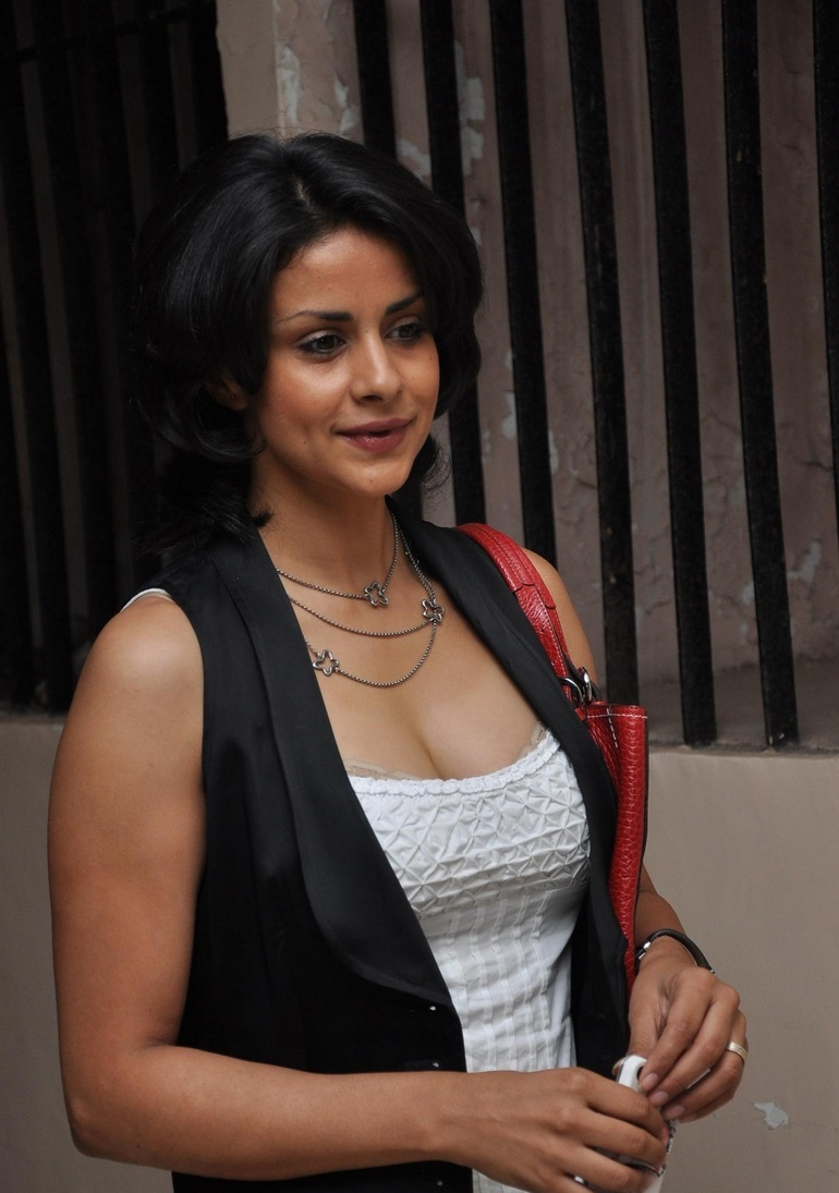 Gul Panag hot in short dress