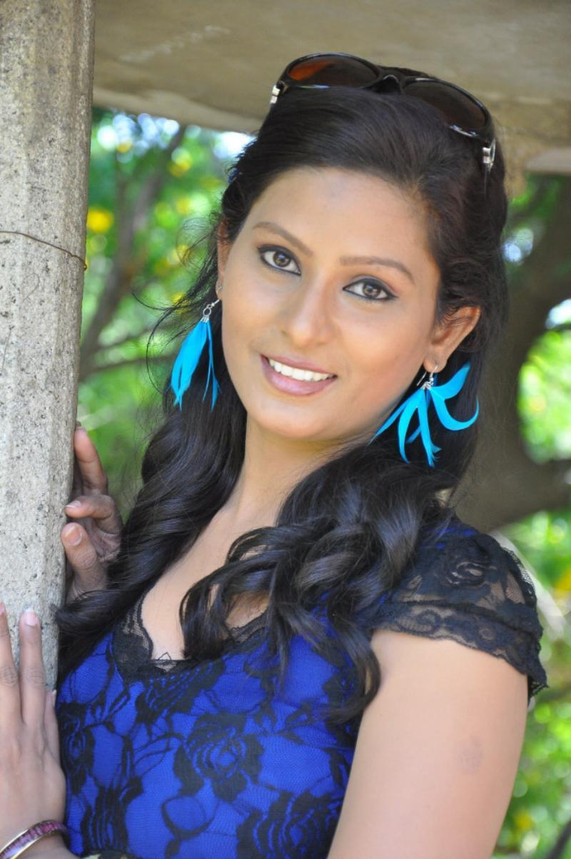 Kavya Shetty hot image
