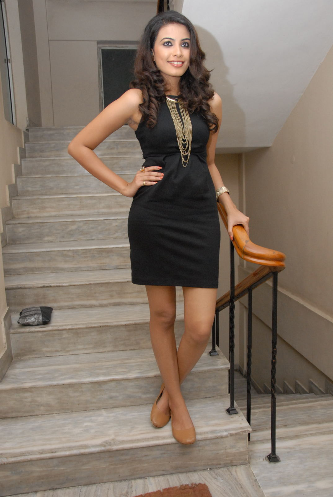 Kavya Shetty hot in black dress