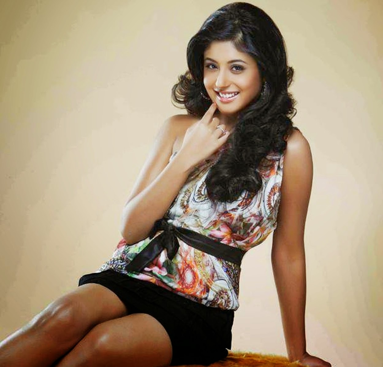 Kritika kamra hot stills
